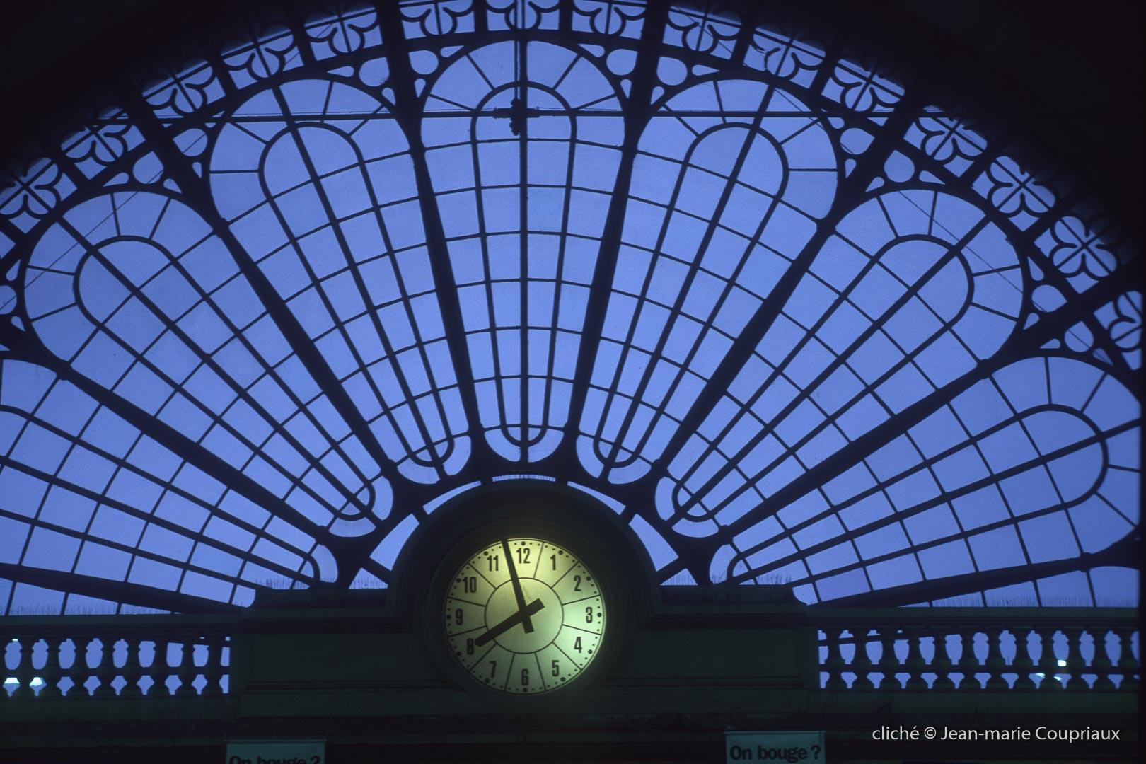 Paris_2001-gare-1